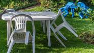 Plastový nábytek je snadno udržovatelný, lehký a za rozumnou cenu. A např. v IKEA můžete zakoupit i dětské sety.