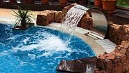 Vodopád poskytne hotelový luxus.