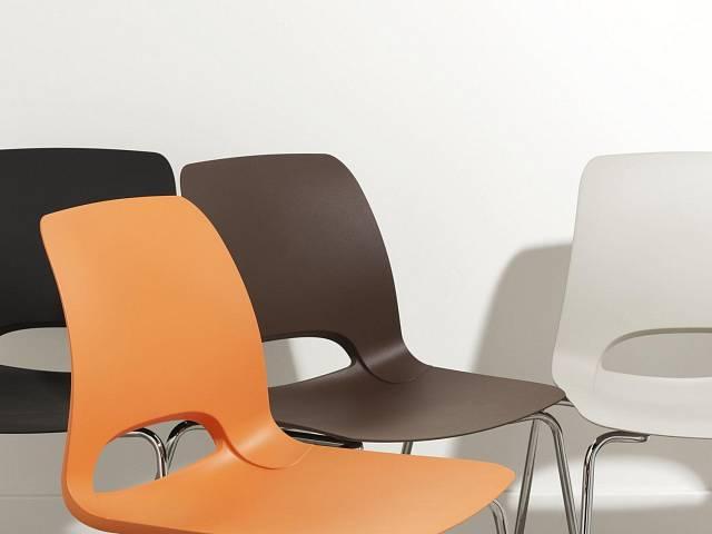 Rodina židlí Bopper navržená designérem Alessio Pozzolim pro kolekci Living for people se vyrábí z odolného polyuretanu. K dispozici v sedmi variantách a osmi různých barvách tak, aby zapadla do každého interiéru. Foto: Form and Function