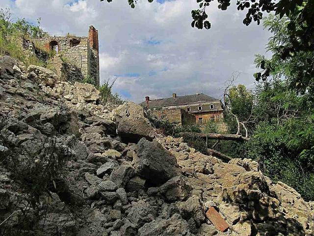 Zámek a hrad Starý rybník