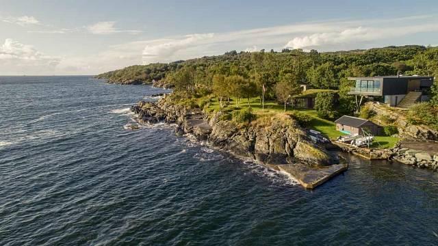 ¨Návrh soukromého domu na norském ostrově Karmøy utvářela příroda Boknafjordu a okolí. Foto: Sindre Ellingsen