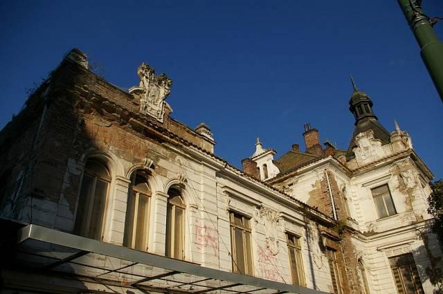 <p>Detail na budovu od Albertova</p>