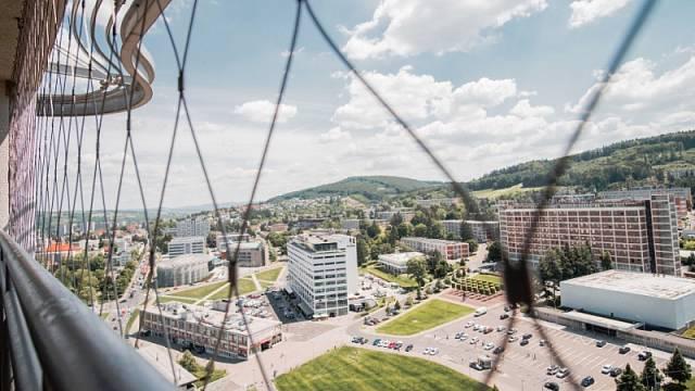 Pohled z takzvané Jednadvacítky na obchodní dům, kino a hotel Moskva