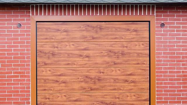 Trido Evo typicky před stavebním otvorem (lícuje s přední stěnou garáže)