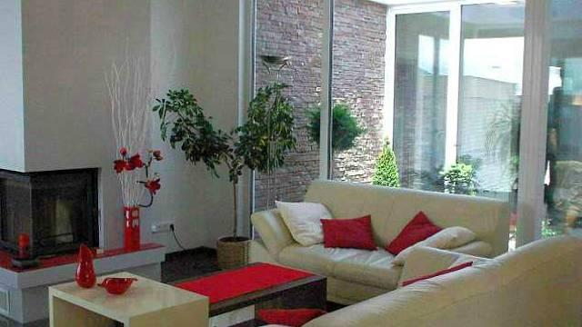 Atrium prosvětlí výrazně interiér, ale za cenu úbytku prostoru.