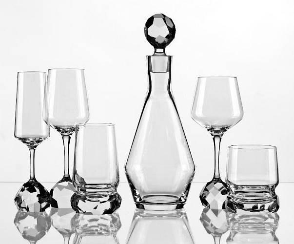 Kolekce nápojového skla od Jiřího Pelcla