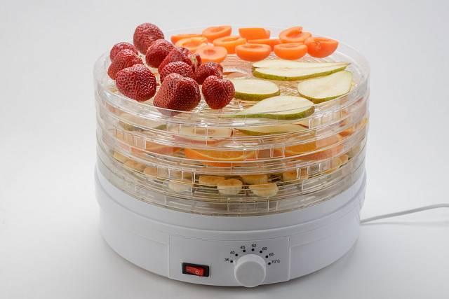 K sušení česneku je možné využít i sušičku na ovoce.