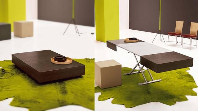 Do malých prostor je vhodný stůl Itaca, protože poslouží ve složeném stavu jako konferenční a vrozloženém jako jídelní. Má kovovou konstrukci a desku sdýhou dřeva. Rozměry 120 x 80 cm a 220 x 80 cm, cena 21800 Kč, LINO.TAKEIT