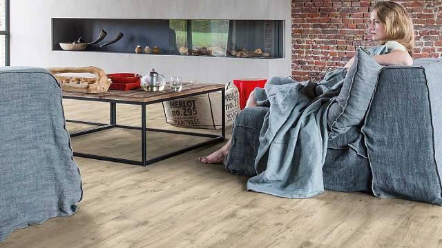 Dřevo na dveřích a podlahách