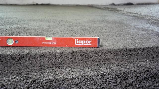 Vrchní vrstva Liapor Mix final, spodní Liapor Mix