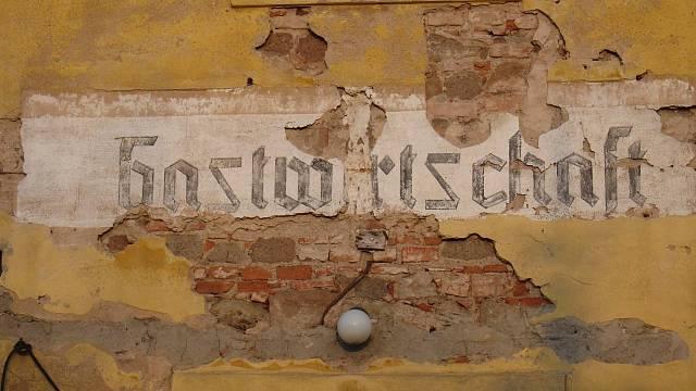 Nápisy na zdech - archeologie okamžiku