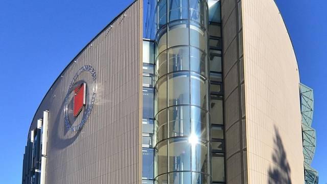 Univerzitní centrum Tomáše Bati ve Zlíně pochází od zdejší a také držitelky čestného doktorátu rodačky Evy Jiřičné.