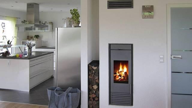 Komínový systém Kingfire Classico s integrovaným krbem představuje ideální variantu pro menší prostory.