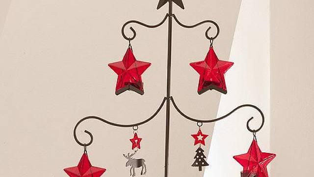 Vánoční stromek z drátu