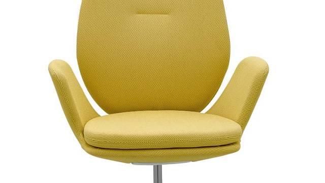 Kancelářská židle MUUNA se od jiných židlí se liší na první pohled tím, že jí nejsou vidět žádné ovládací prvky. Zároveň je pečlivě začalouněná a vybavená novou SELF 1C mechanikou, která veškeré nastavení připraví sama.