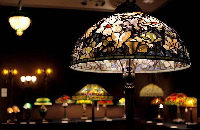 Lampa Tiffany patří mezi klasiku, která se do interiéru stále vrací.