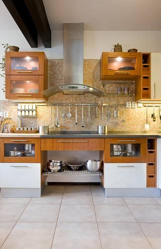 Kuchyni si navrhovala majitelka sama. Zařízena je jednoduše, ale velmi prakticky
