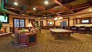 Bar, kulečník a pohodlná sedačka nechybí v relaxační místnosti domu, který si pronajala Britney Spears.