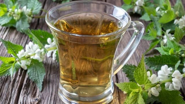 Čaj z hluchavky se pije při kašli a nachlazení.