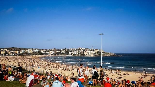 Takhle to vypadá na pláži v australském Sydney 25. prosince