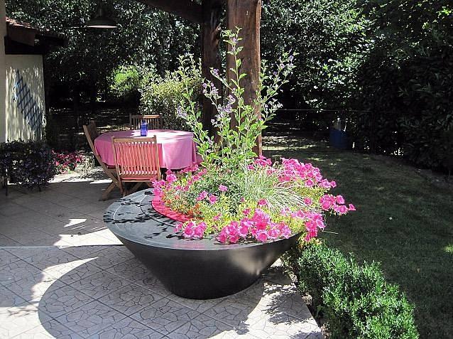 Květináč, na který se lze i posadit