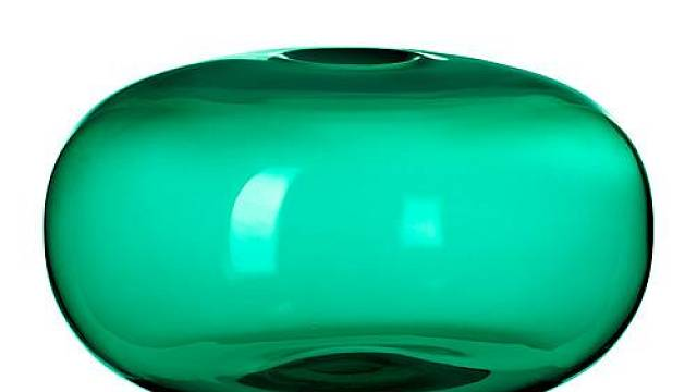 Barevné vázy v mnoha odstínech zelené rozvíjejí atraktivní olivový odstín kuchyňských dvířek. Je možné vybírat ze široké škály odstínů od hřejivé zelenožluté až po chladnou modrozelenou. Nízká váza Stockholm barevně i tvarově doplňuje svojí vyšší kamar...