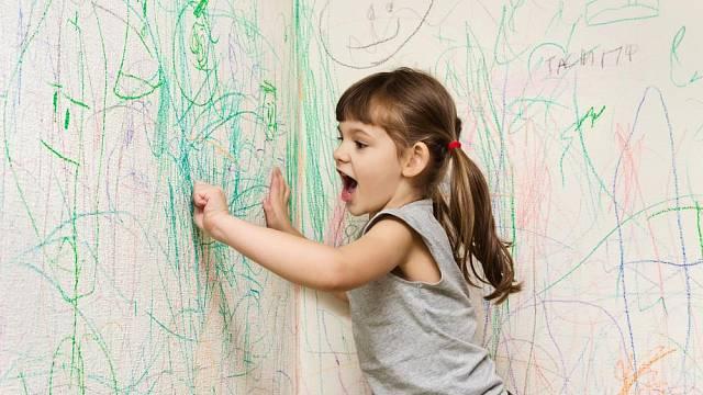 Dětské kresby na zdi
