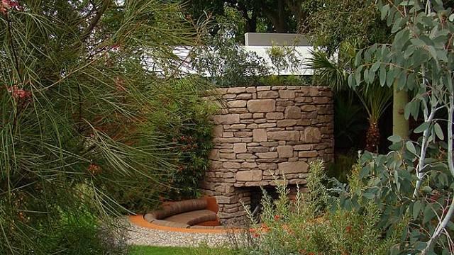 Zahradní posezení vybudované pod úrovní terénu má řadu výhod