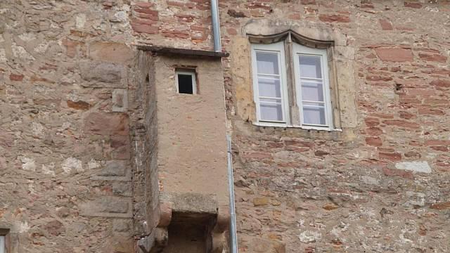 Budka na hradní zdi, kam i králové chodili pěšky