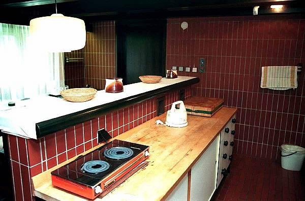 Malá kuchyně vpřízemí nepočítala svelkým vařením.