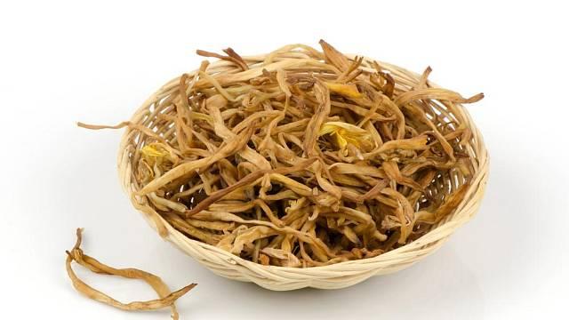 Sušené květy denivky se v Orientu přidávají do polévek