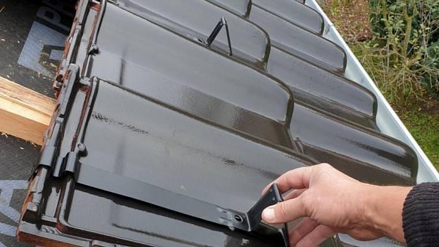 Na pálenou tašku patří hák respektující zámky - Zdroj: HPI-CZ