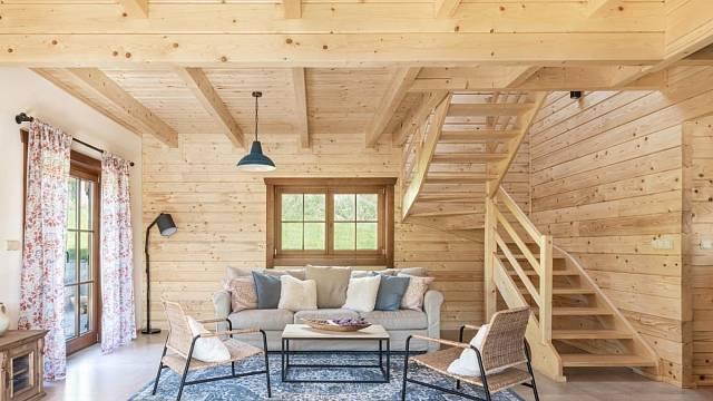 Roubenka u tří skřítků, Montesara interiors; Vítěz veřejného hlasování v kategorii Dřevěné interiéry – realizace