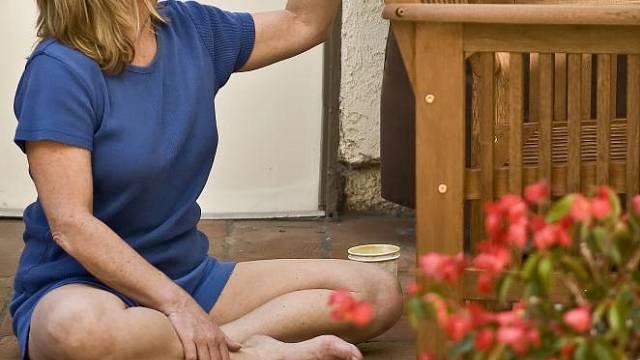 Zahradní nábytek je třeba po létě ošetřit.