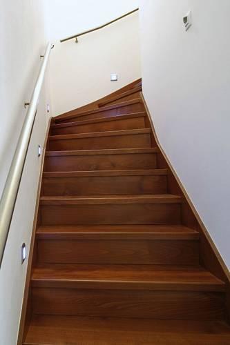 Obklad betonového schodiště dřevem