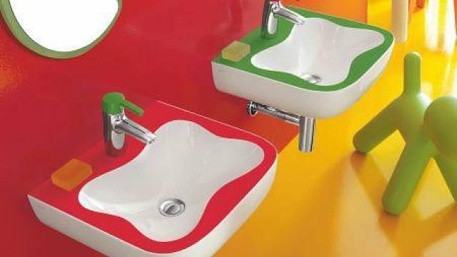 Na našem trhu naleznete i několik krásných koupelnových kolekcí, určených speciálně pro děti. Odpovídají rozměrem, ergonomií i barvou. Umyvadlo zkolekce Florakids (Laufen), rozměr 45 x 41 cm, cena 2728 Kč, prodává LAUFEN-SHOP.CZ. Pokud nemáte dostate...