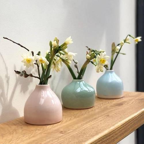 Vázy v jemných pastelových barvách jsou pro jaro jako stvořené