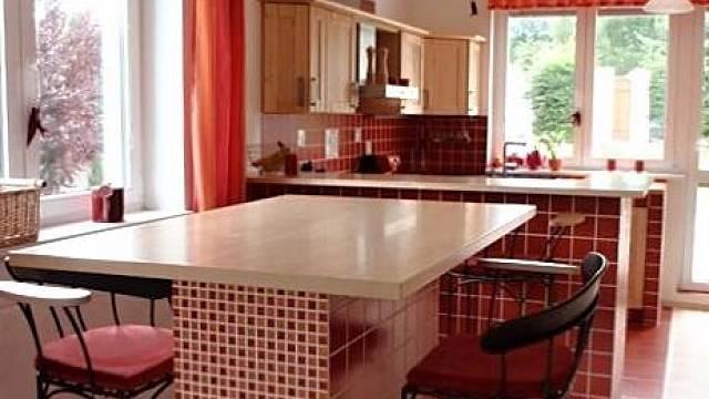 Zděná kuchyně - barový pult