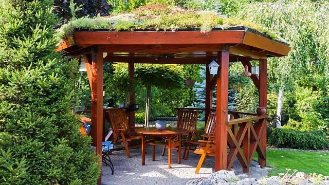 Dřevo na zahradě