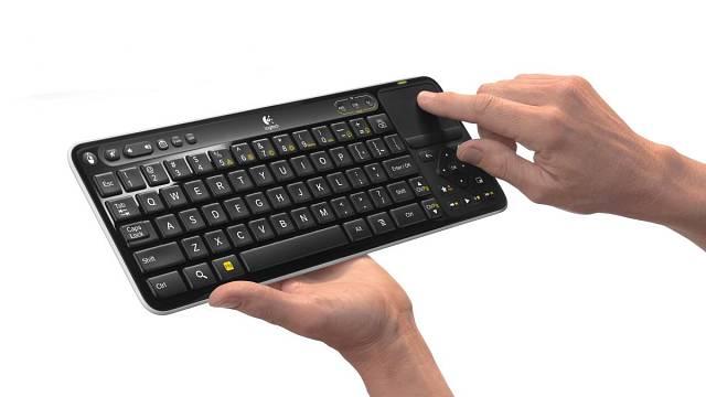 K televizím se dnes prodávají i speciální malé klávesnice. Foto: Logitech
