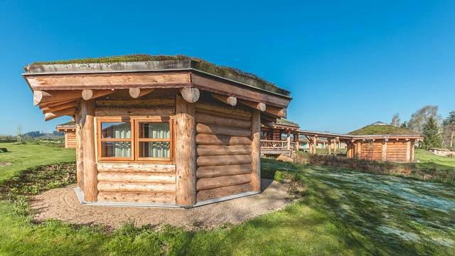 Chcete vyhrát zajímavou dovolenou ve srubu? Hlasujte o Dřevěnou stavba roku 2020!
