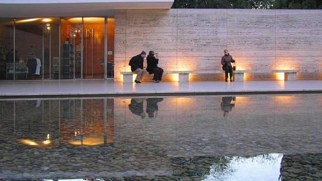 Česky: Německý pavilon na Mezinárodní výstavě v Barceloně. Postavil jej Ludwig Mies van der Rohe v roce 1929. Přestavěn byl v letech 1983–1989