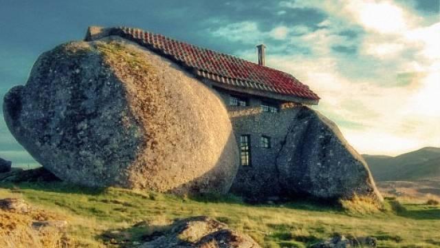 Kamenný dům jako z Flintstoneů 2