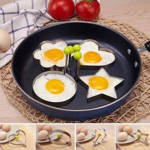 Proč dělat obyčejné volské oko, když můžete vytvarovat kouzelné tvary a ozdobit s nimi talíř? Nástavce se dají snadno uchopit, aniž byste si spálili prsty. Toasty s takovým vajíčkem už nikdy nebudou nuda.