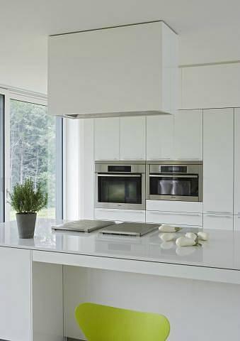 Sklo se velmi dobře udržuje a kuchyni dodá nádech luxusu.