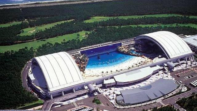 Největší krytý bazén světa