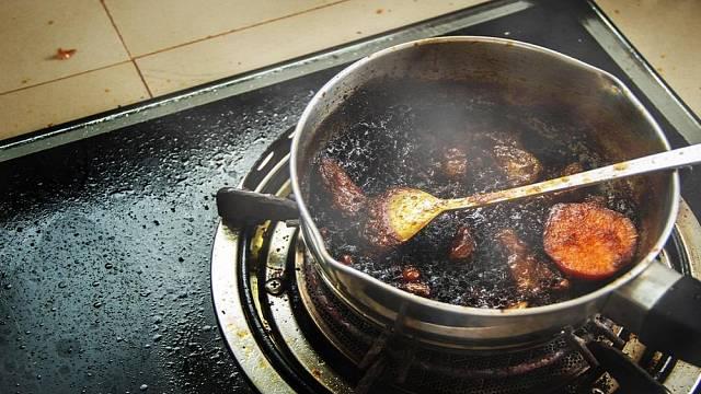 Spálený hrnec