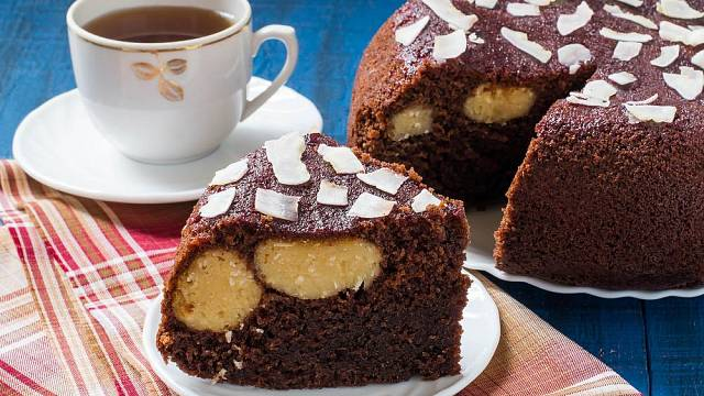 V hrnci můžete nejen vařit, ale také upéct skvělé buchty a koláče.