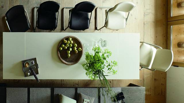 Jídelní stoly a židle 1