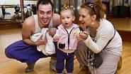 Na fotce Přemysl Pálek s přítelkyní a dcerou